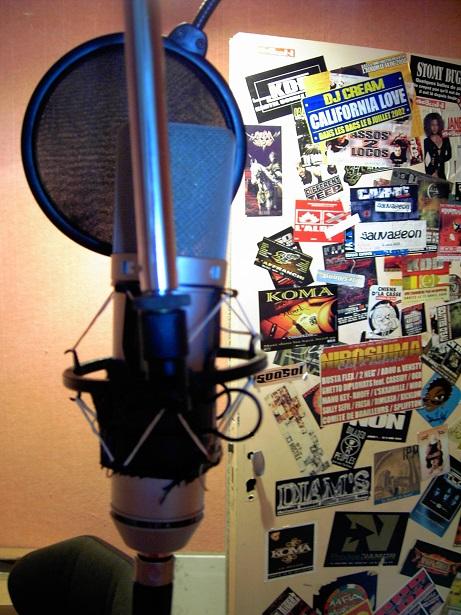 La cabine d'enregistrement du studio Chibaco dans les anciens locaux de l'association SMS B.Vice, La Savine, 2004